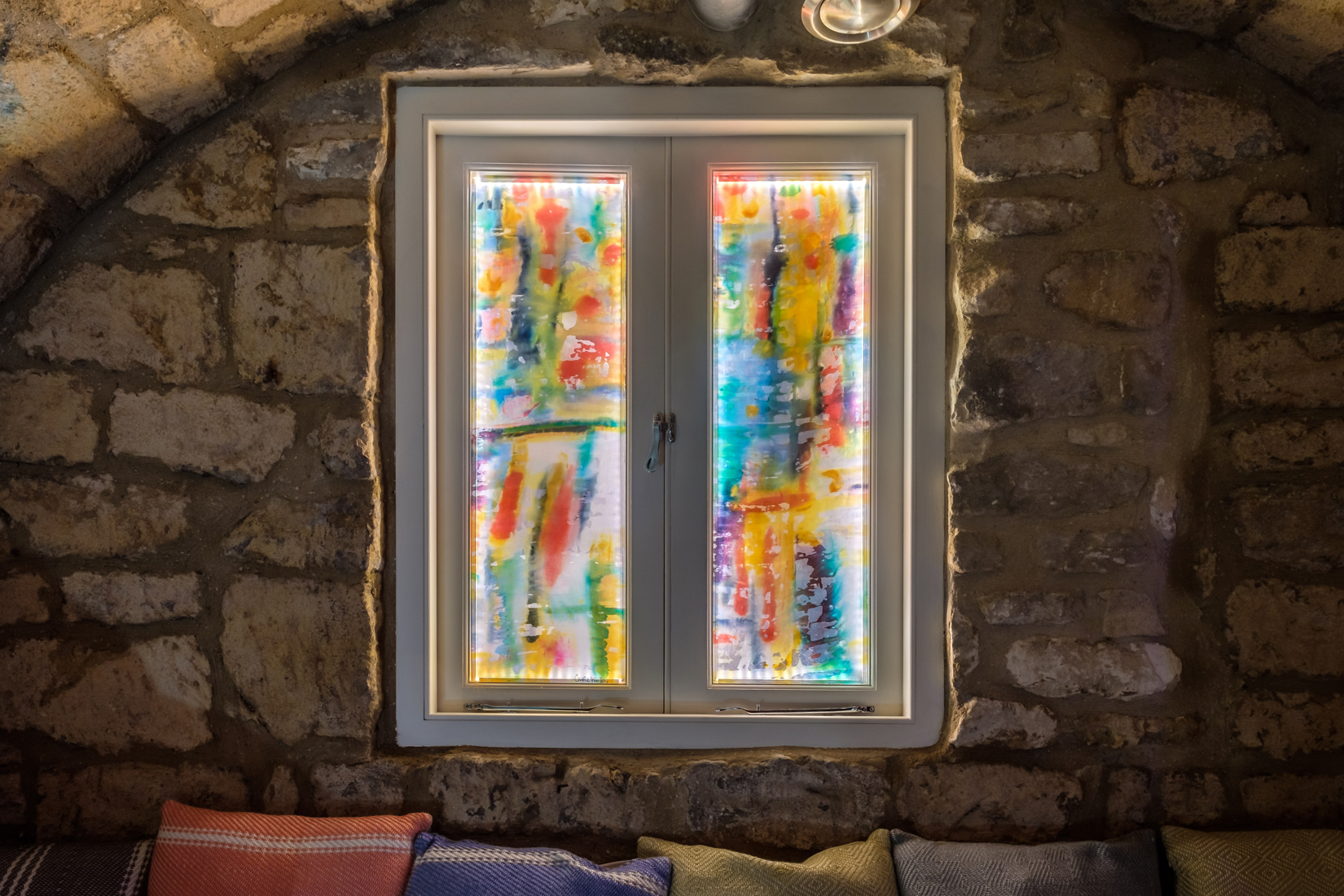 carole waller glass artwork windows at number 15 great pulteney street hotel sauna